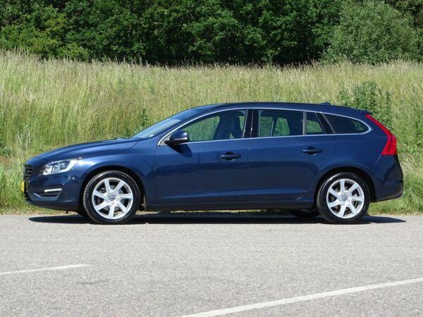 Volvo V60 2,0 D4 181 Momentum aut. Van - billede 1