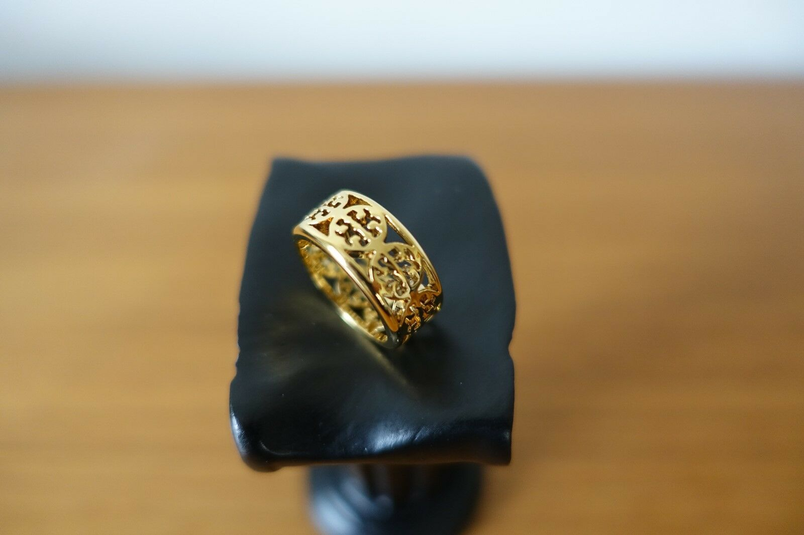 TORY BURCH RING IN gold COLOR. KINSLEY RING. SIZE 6 NEW