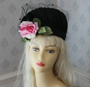 Vintage-Mid-Century-1950s-to-1960s-Black-Straw-Women-039-s-Hat-with-Veiling-and-Pink