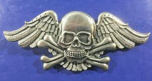 Winged-Skull-amp-Crossbones-Belt-Buckle-Biker-Rocker-Style