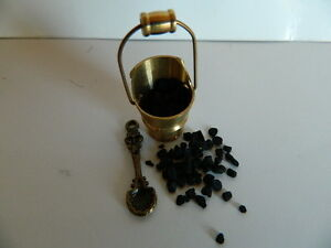 HP21-DOLLS-HOUSE-BRASS-COAL-BUCKET-WITH-COAL-AND-SHOVEL