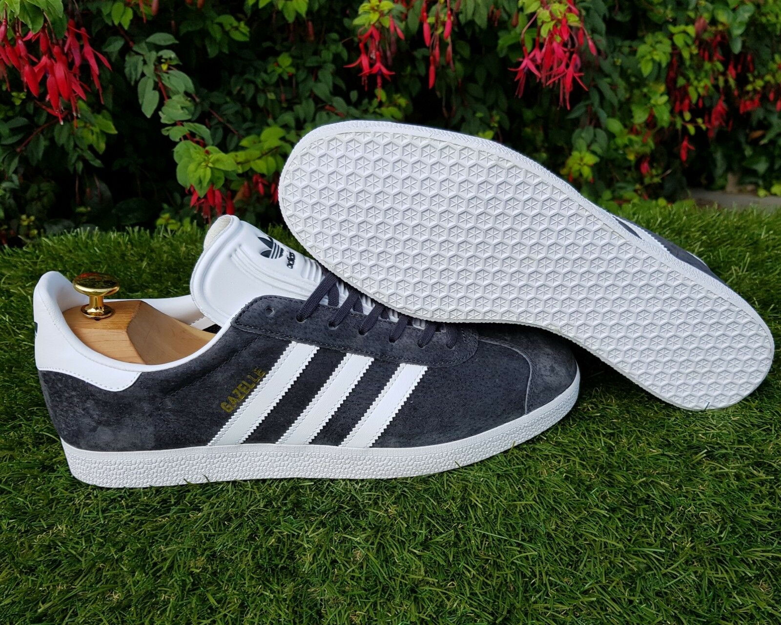 BNWB & Authentic Adidas Originals ® ® ® Gazelle Dark gris Suede Trainers UK Talla 7 7fe7c4