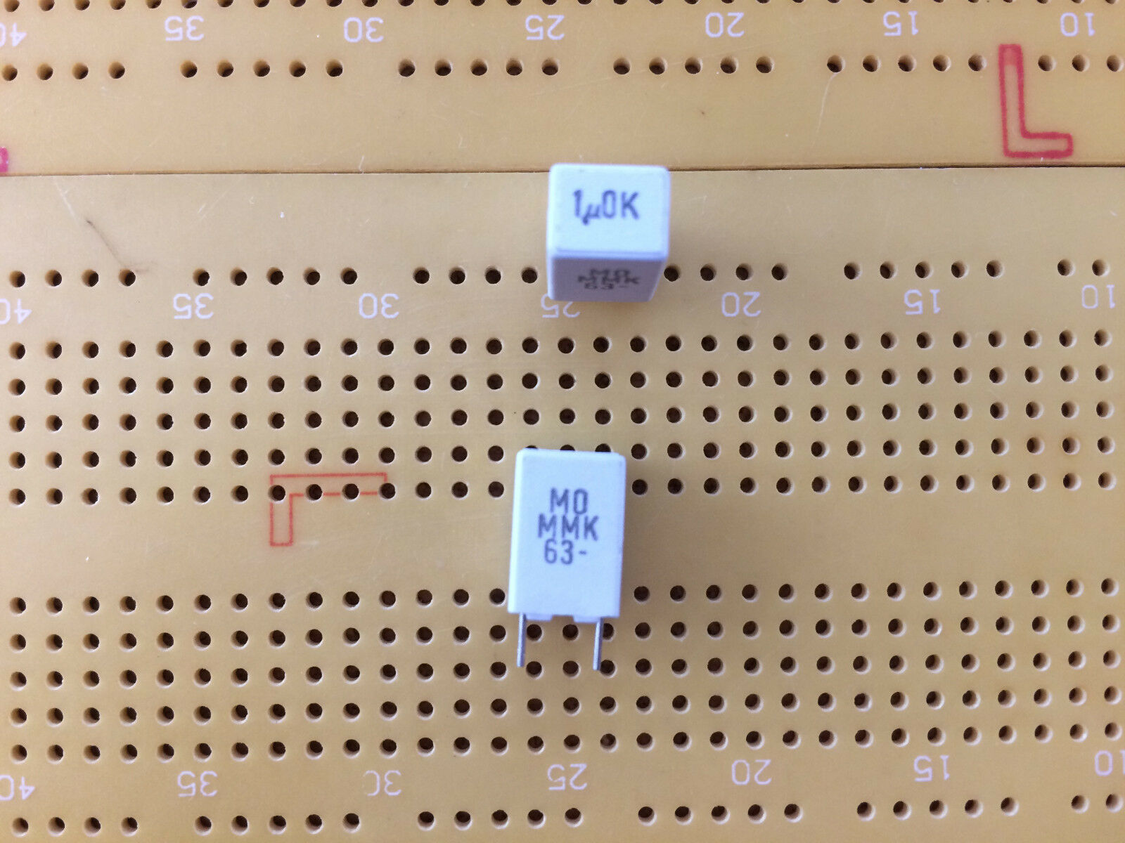 33nF 100nF 220nF 470nF 1uF 2.2uF 3.3uF 3.3uF 3.3uF 4.7uF 50 V 63 V 100 V polyester condensateur 037d3f