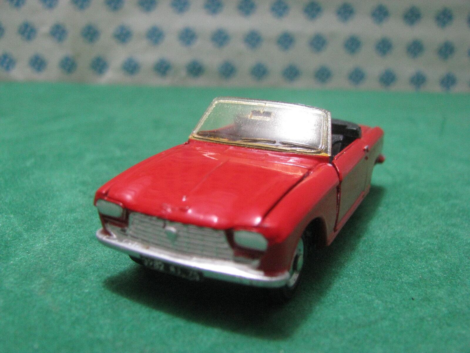Vintage  -  PEUGEOT 204 cabriolet        -  1 43  Dinky toys 511    Mint