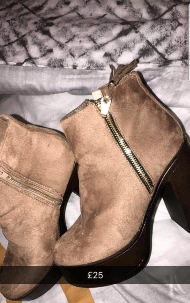 Tan Zip Heeled Boots Size 5