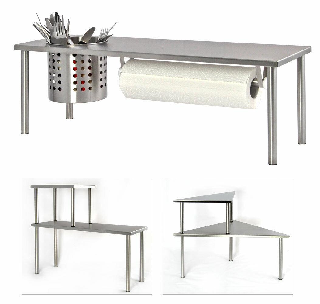 Küchenregal und Kücherollenhalter und Körbchen