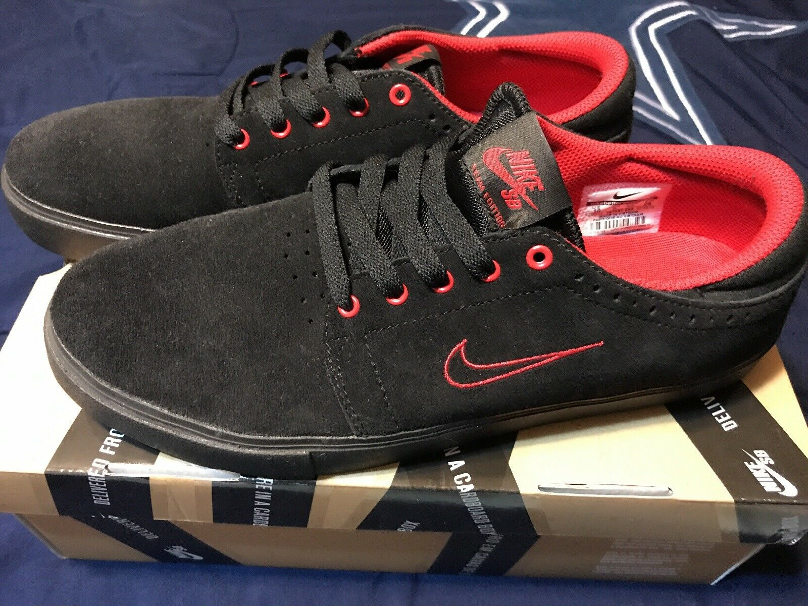 Nike SB Team Edition Black University Red Size 10 Worn Once