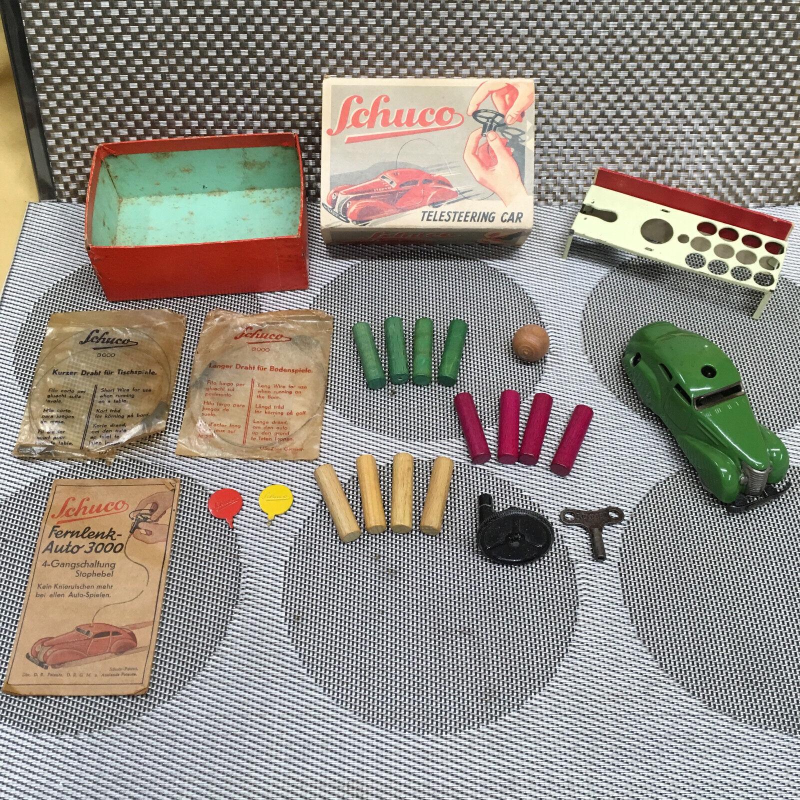 Schuco pre II Guerra Mundial, telesteering coche 3000 en verde con todos los accesorios originales