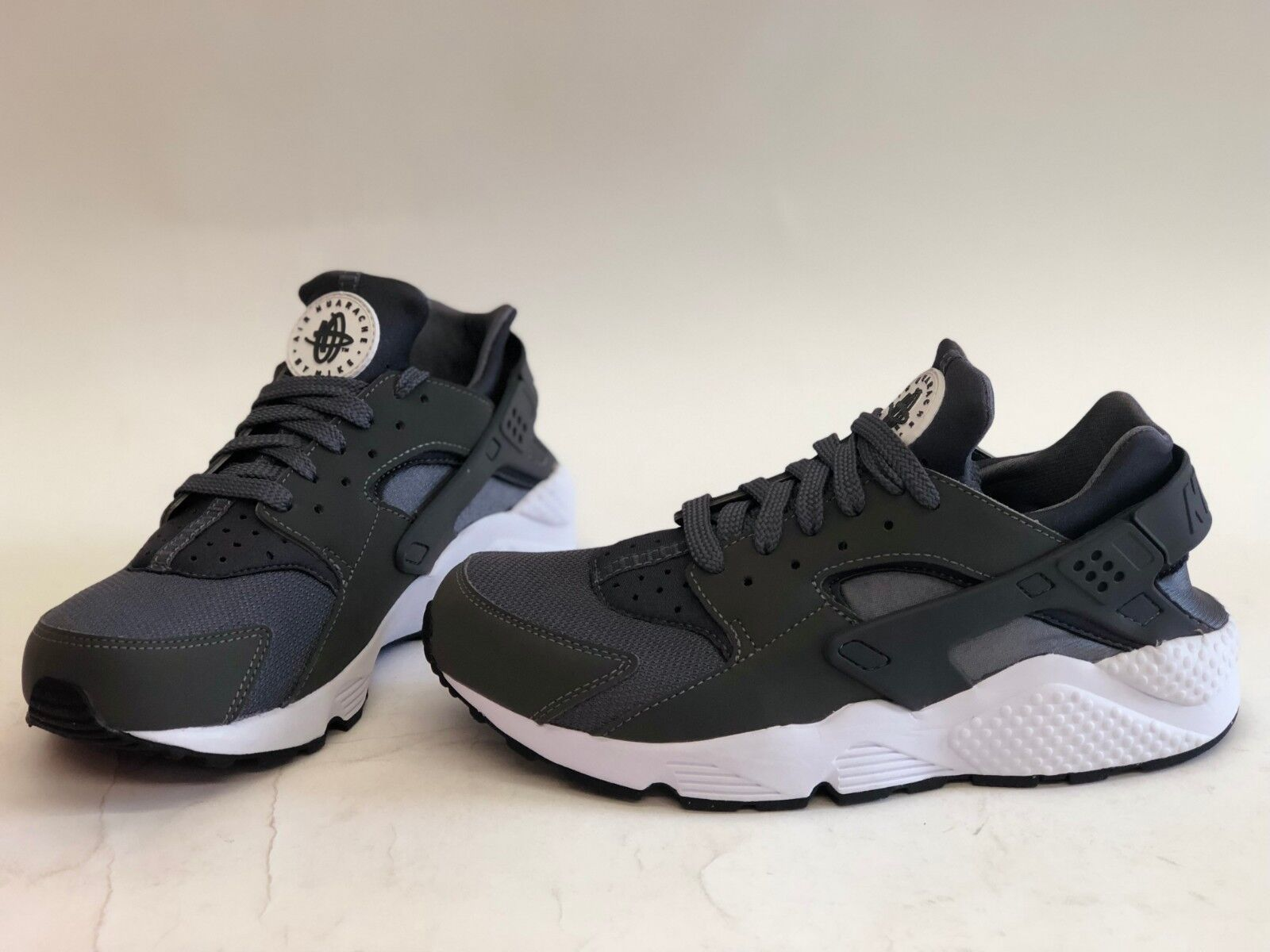 NIB MENS SIZE 8.5 NIKE AIR HUARACHE RUNNING SNEAKERS GREY 318429-037