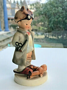 Vintage-Hummel-Goebel-034-Doctor-034-4-7-8-034-TMK3-HUM-127-Little-Boy-doctor-with-doll