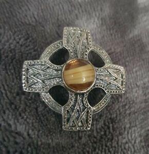 Sphinx-VINTAGE-Scottish-Celtic-Cross-Brooch-Pin-caramel-banded-Glass-Stones-2207