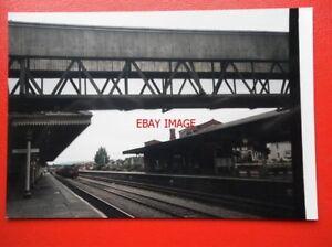 PHOTO-HEREFORD-RAILWAY-STATION-1992-VIEW-UNDER-FOOTBRIDGE