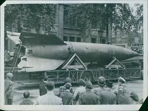 First-View-Of-A-Real-V-2-rocket-In-Trafalgar-Square-1945-8x10-photo