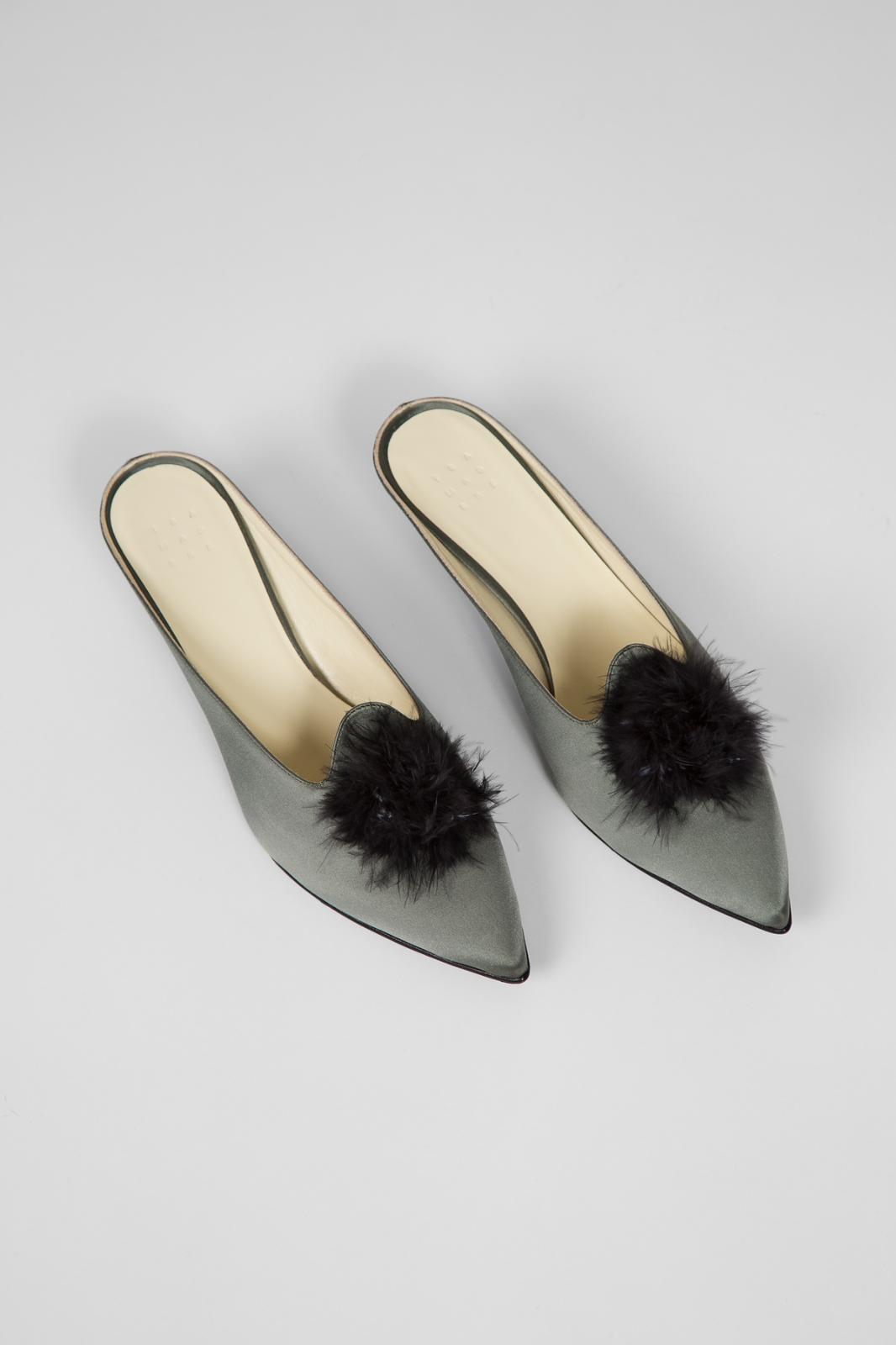 Brand New Trademark Castainge Slide 39.5 8.5 sage silk wedges black feather  598