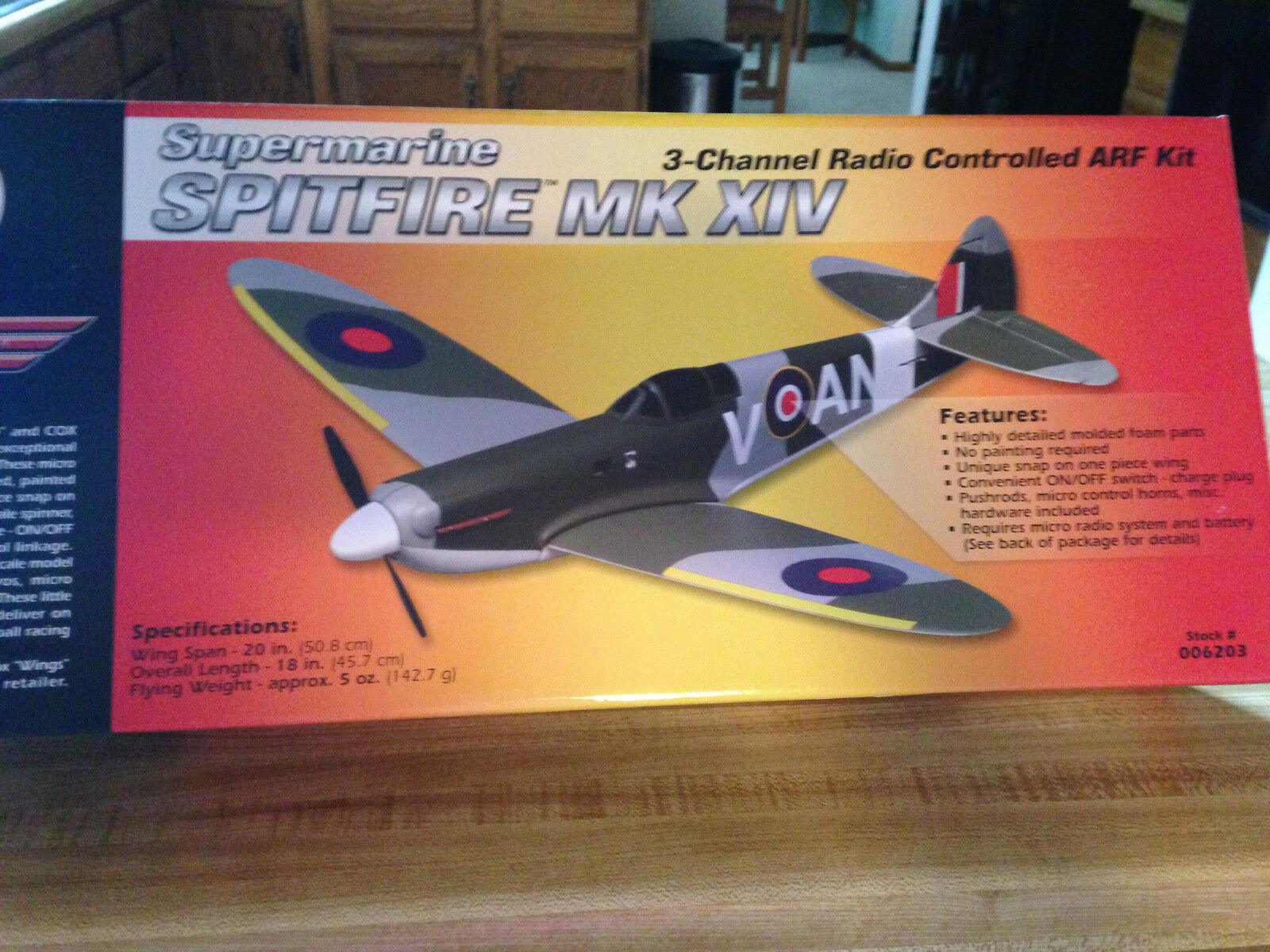 nuovo R C Cox Wings Spitfire  ARF Kit Warbird With Motor - Outsteing Detail  colorways incredibili