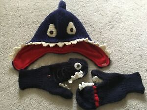Joules-8-12-Boys-Blue-Knitted-Style-Shark-Hat-Red-Fleece-Lining-Matching-Mittens