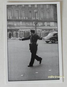 Carte-Postale-Photo-Frank-HORVAT-PARIS-Flic-1959-devant-LE-GRAND-HOTEL