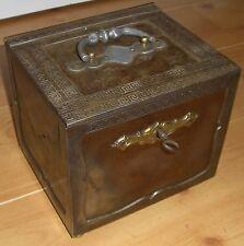Antiker Safe Tresor Kriegskasse Eisentruhe 20x18x17,5 cm reichlich verziert