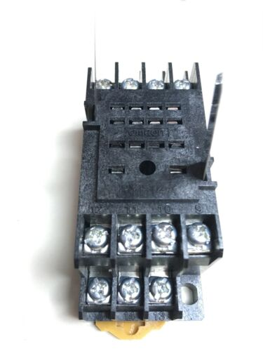 Relay Omron G2A 434A-N 24VDC Base originale Omron PYF14A