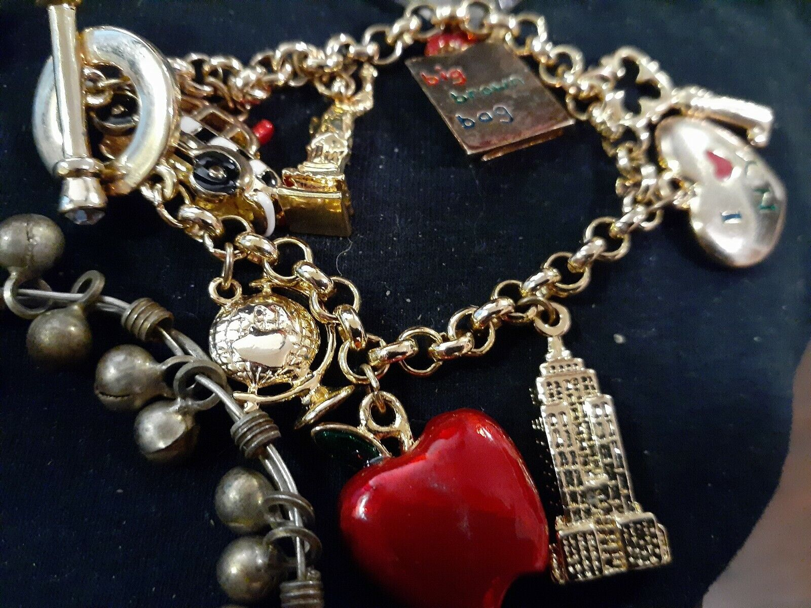 LOT OF VINTAGE COSTUME JEWELRY WATCHES CHARM BRAC… - image 4