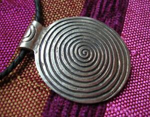 Wunderschoenes-grosses-AMULETT-Anhaenger-aus-Nepal-Spirale-Schnecke
