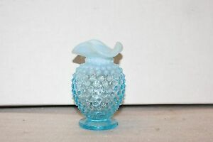 Vintage-Fenton-Art-Glass-Blue-Hobnail-Opalescent-Vase-Approx-4in-Tall