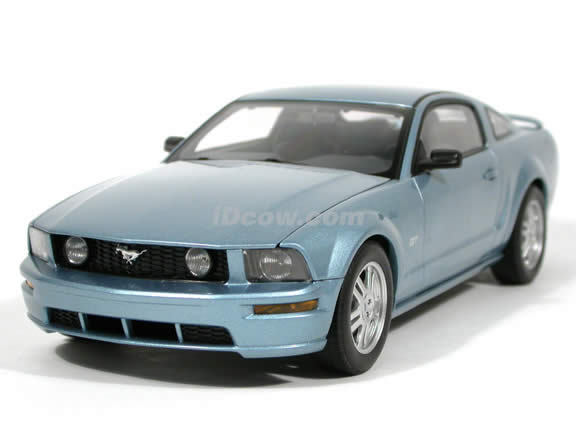 Ford Mustang GT Coupe 2005 Windond blå 1  18 skala av bilkonst Endast 600 tillverkad