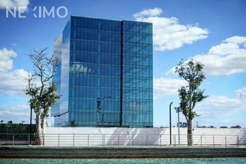 Oficina en venta en Torre Uno, frente a The Harbor Mérida en Vía Montejo, Mérida