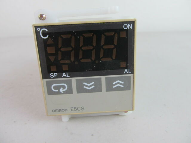 OMRON E5CS-R1KJX DIGITAL TEMPERATURE CONTROLLER THERMOSTAT 100-240 VAC NEW