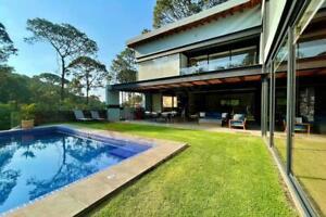 Casa en Venta con Diseño Moderno en Exclusivo Condominio