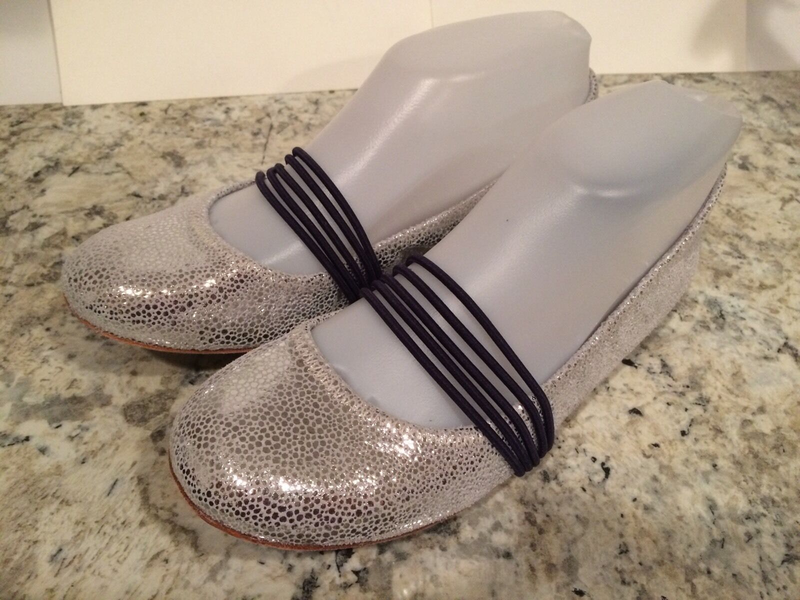 Tsubo Honnor Ballet Flats Round Toe Embossed Suede Silver Metallic 37.5/ 6.5 New