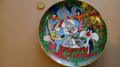 DISNEY PLATE DISPLAY COLLECTION