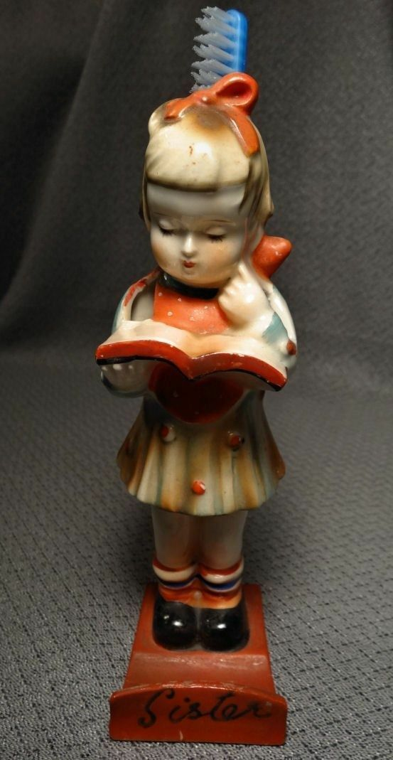 1930's Japan Mädchen SISTER w Book Toothbrush Holder With Hang Hole Figurine ASIS