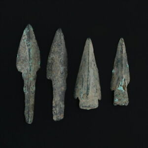 Ancient-Arrowheads-Lot-of-4-Trilobate-Pyramid-Triblade-Patinaed-Weaponry