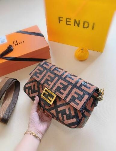 FENDI BAGUETTE brown leather bag