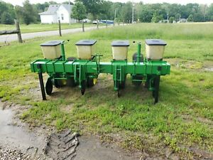 John-Deere-7000-4-row-Corn-Planter-with-Precision-Finger-Meters-NO-TILL