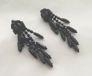 Vintage-WEISS-3-Black-Rhinestone-Chandelier-Dangle-Articulated-Clip-Earrings