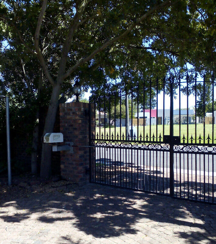 AFFORDABLE SHORT TERM ACCOMMODATION. PRIVATE ROOM AND  BATHROOM CLOSE TO DURBANVILLE MEDI-CLINIC