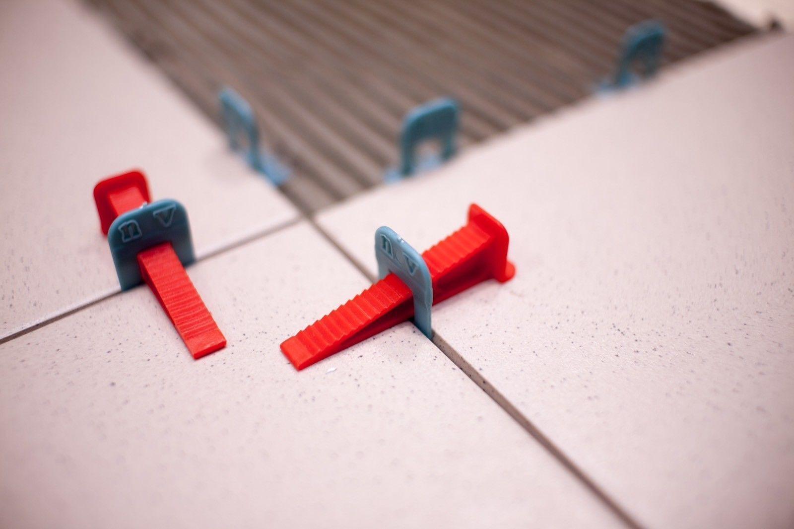 Fliesen Nivelliersystem, Verlegehilfe 2500 Laschen (2 mm) + 600 Keile + Zange