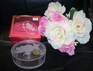 NEW-IN-BOX-CRISTAL-D-039-ARQUES-FROSTED-ROSE-034-SATINE-034-LIDDED-CRYSTAL-TRINKET-BOX