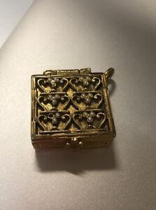 Antique-Vintage-Snuff-Pill-Box-Brass-Metal-Ornate-Pendant