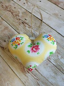 HANDMADE-SHABBY-CHIC-FABRIC-HANGING-HEART-DECORATION-YELLOW-DITSY-GIFT
