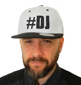 Cappello-Dj-Hashtag-SnapBack-Cap-bianco-con-visiera-nera-Disc-Jokey-Musica