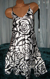 White-Black-Rose-Outline-Chemise-Short-Gown-1X-Adjustable-Straps