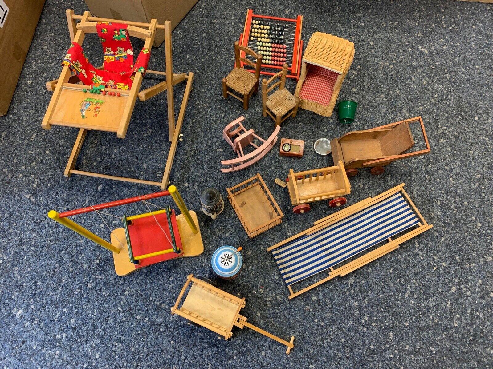 Spielzeug Holzspielzeug Konvolut. Puppenmöbel. Siehe Fotos