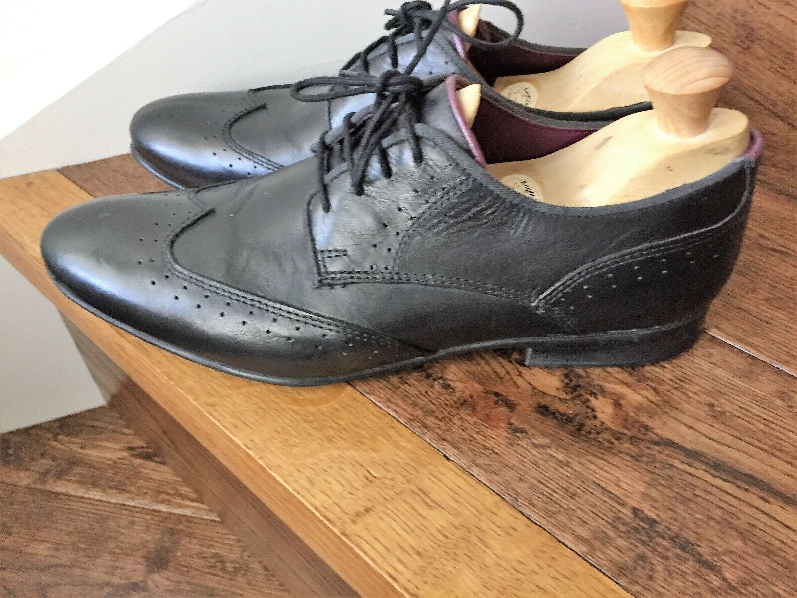 A Stylish Pair of 'Frank Wright' Mens Leather Shoes.
