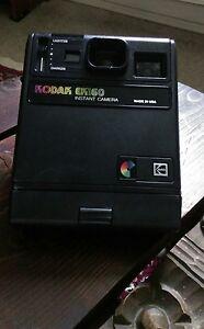 Vintage-Kamera-der-Marke-Kodak-Modell-EK-160-Instant-Camera-KODAK