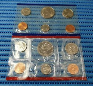 The-United-States-Mint-1997-Uncirculated-Coin-Set-with-D-and-P-Mint-Marks