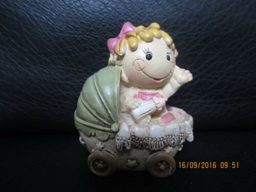 Jungen und Mädchen Figur Baby im Kinderwagen