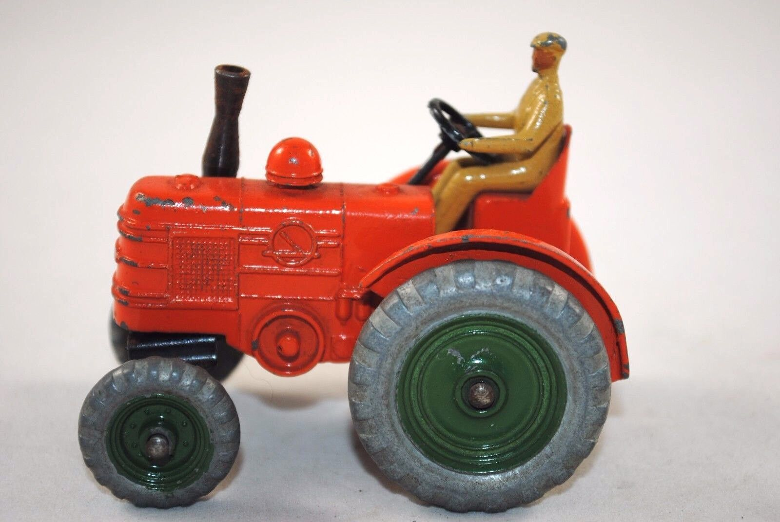 Dinky 301 FIELD MARSHALL Farm Tractor w  DieCast Driver & Moving Front Axle VGC